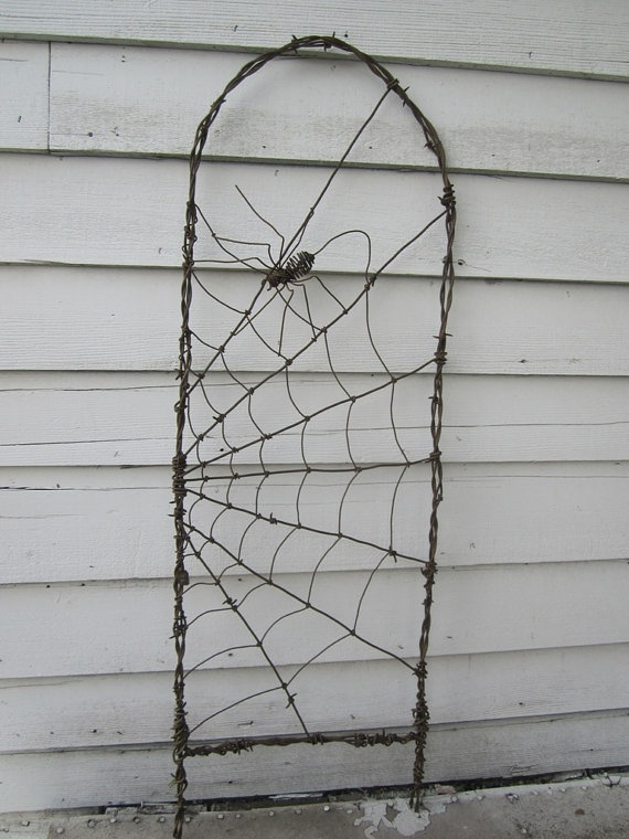 #DIY it! Have these arches, add spider webs...: Idea, Diy Barbed Wire Trellis, Gardens Decor, Garden Trellis, Gardens Trellis, Gardens Gates, Wire Gardens, Wire Art, Spiders Web