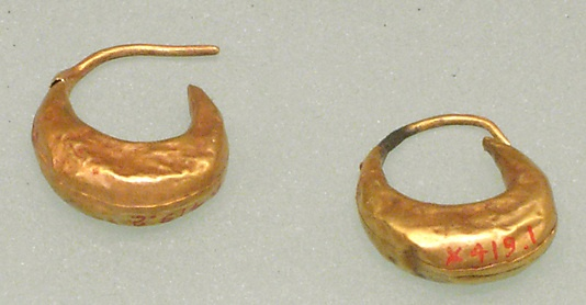 Earring, from cat mummy, Macedonian-Ptolemaic Period, Egypt, 332-30 BC, Gold