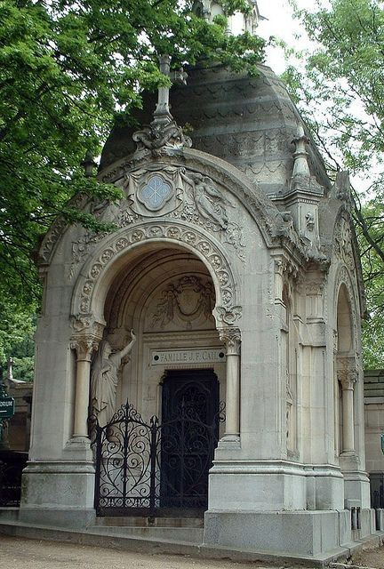 Mausoleum at the Père Lachaise in Paris, France. http://www.thefuneralsource.org/cemeurope.html