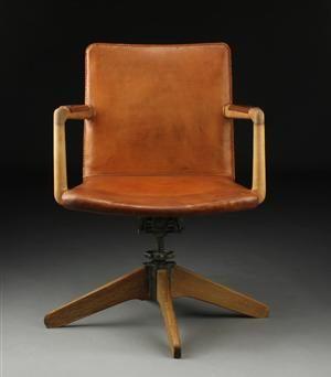 Hans Wegner; #421 Oak, Iron and Leather Adjustable Armchair for Plan Møbler, 1940.