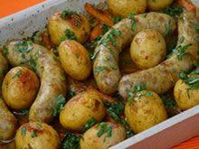 Gepofte aardappels met braadworstven wortels