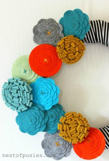 Make a striped felt flower wreath for Fall! Plus FREE template to make the felt flowers!!