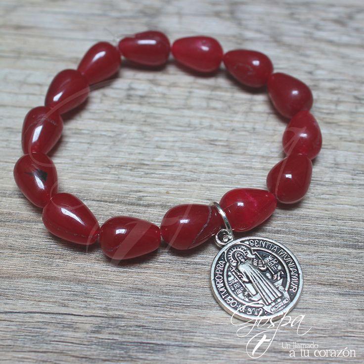 Pulsera Gospa Catholic Jewelry  Elaborada en piedra roja con Medalla de San Benito