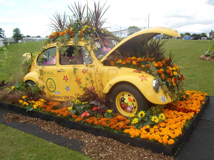 Another view of the yellow vw beetle-----pinned by Annacabella   Vintage Cars and Trucks in a ...