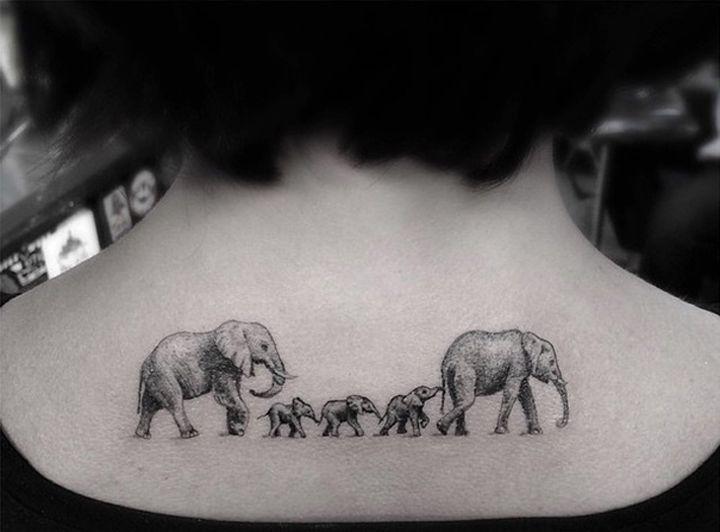 La géométrie sur la peau : les tatouages réputés du Dr. Woo                                                                                                                                                                                 Plus