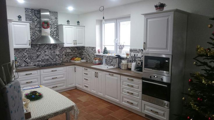 Kuchynská zostava dekor biela pracovná doska dub halifax tabakový