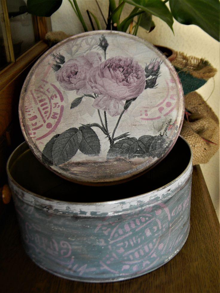 μεταλλικό κουτί ,δουλεμένο με στένσιλ και παλαίωση