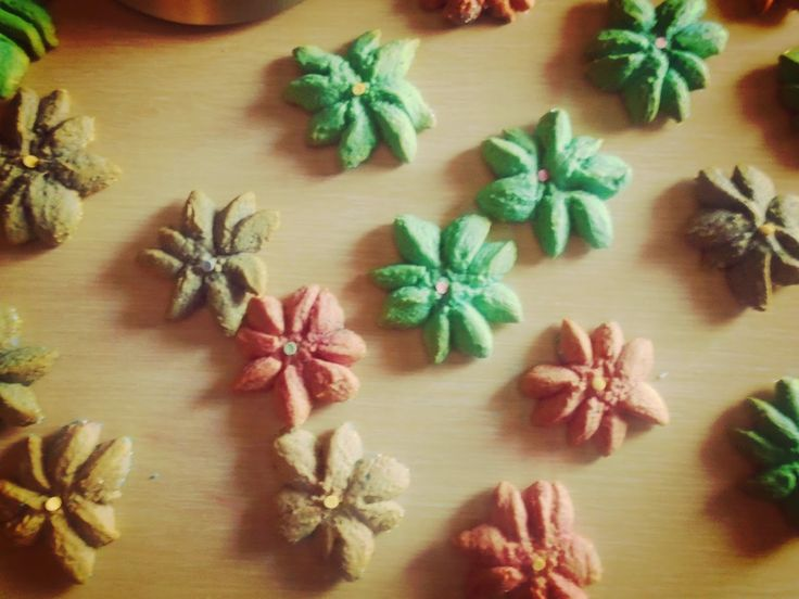 Poly's kitchen: Λουλουδένια μπισκότα