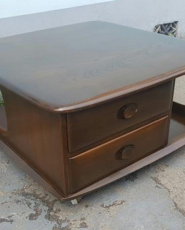 Browse our selection of vintage, retro, and mid century Coffee Tables.