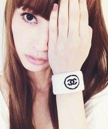 鈴木えみ│CHANELのバングル/リストバンドコーディネート-WEAR