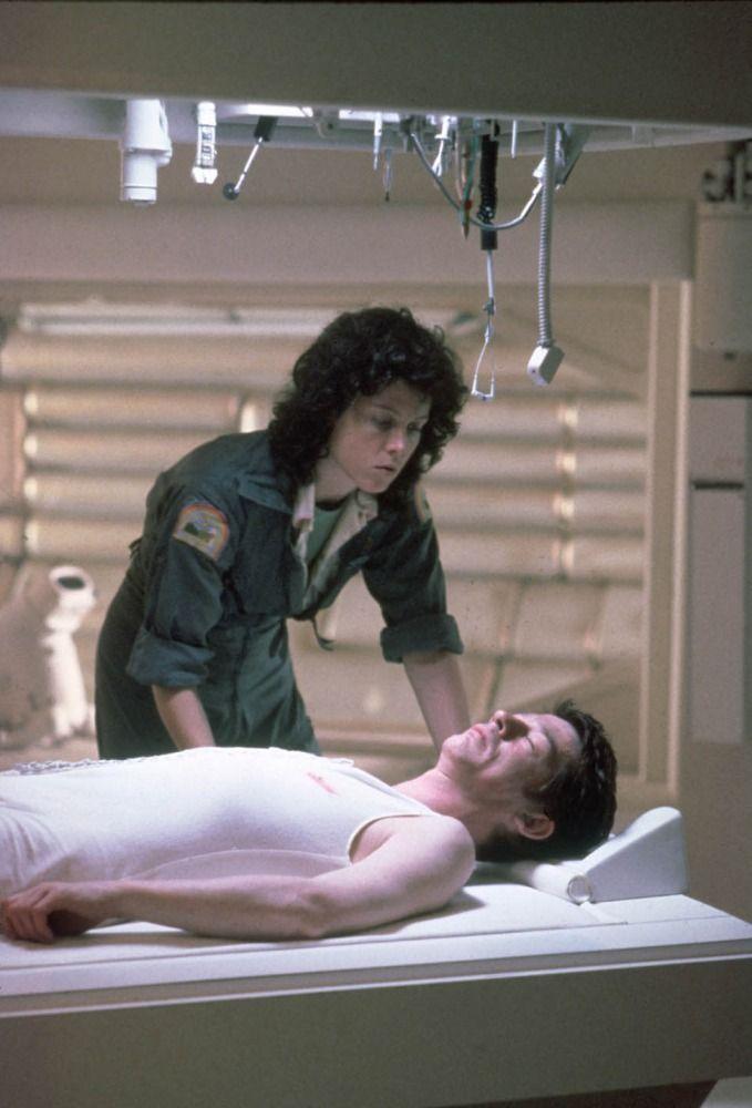 Ripley & Kane - Sigourney Weaver & John Hurt - Alien 1979