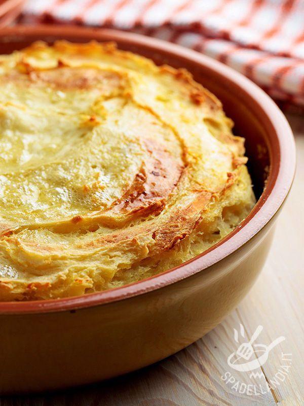 Gateau di asparagi e patate: un piatto vegetariano ricco e consistente che può fare tranquillamente da piatto unico, accompagnato da una fresca insalata.