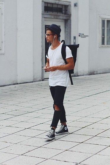 2015-09-01のファッションスナップ。着用アイテム・キーワードはスニーカー, デニム, ハット, バッグ, メガネ, 無地Tシャツ, 白Tシャツ, 黒パンツ, Tシャツ,コンバース(converse)etc. 理想の着こなし・コーディネートがきっとここに。| No:121205