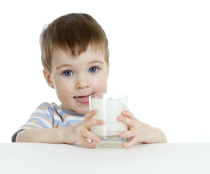 Kemik güçlenmesi çocukluktan itibaren başlar. Bu yüzden erken yaşlarda süt içmeye başlamak, kemik sağlığı açısından önemlidir.