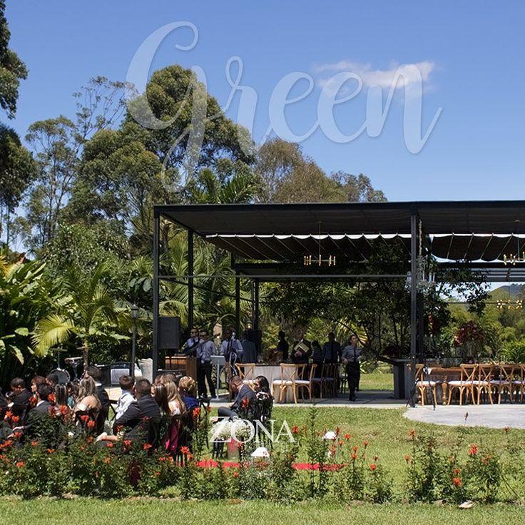 Con vista hacia el lago y en un entorno hermoso, nace el acogedor #GreenHouse    Contáctanos al 3106158616 / 3206750352 / 3106159806 y reserva desde ya, atendemos todos los días de la semana y fines de semana incluido festivos. www.zonae.com   #ZonaE #ElEstablo #ZonaELlangrande #bodasmedellin #CasaBali  #Eventos #BodasAlAireLibre #weddingplaner #BodasCampestres #bodas #boda #wedding #destinationwedding #bodascolombia #tuboda #Love #Bride