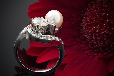 Art Deco Pearl Ring with 1 Diamond 1 CT Pearl & KL. Brilliant in 585er White Gold
