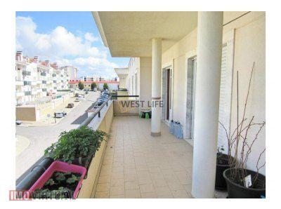 Apartamento T2 com varandas e terraço