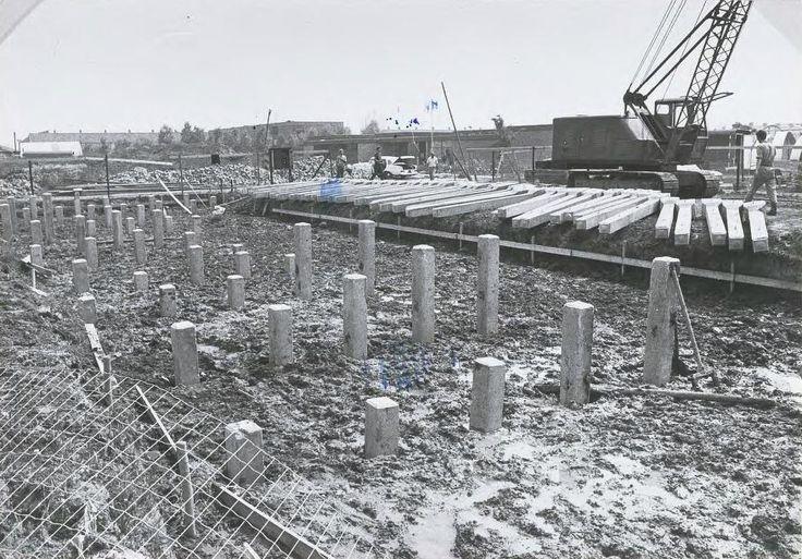 De bejaardenwoningen aan de Kreekkant 18 tot en met 36 in aanbouw 1972