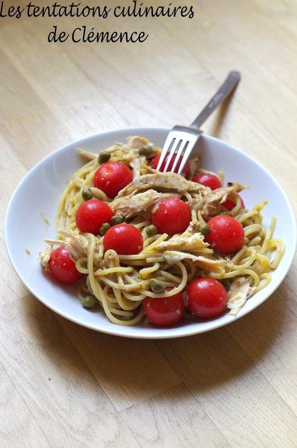 Voici un petit plat aux saveurs estivales pour bien attaquer la reprise... La sauce de ce plat de pâtes est du caviar d'aubergines maison. Pour relever le tout, des câpres, des restes de poulet rôti et des tomates cerises ! 350 g de spaghetti 2 belles...