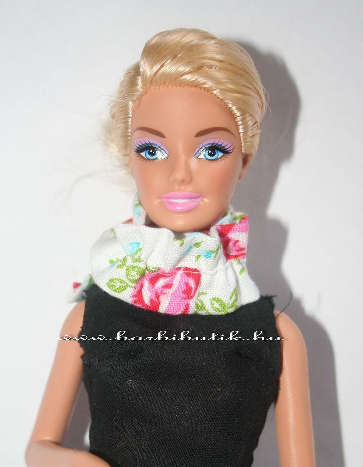 Rózsás Barbie sál. / Barbie scarf with roses.