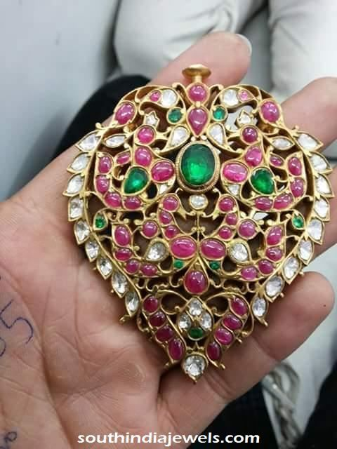 Polki-locket-22caratpolkidiamond18caratcollection.jpg (480×640)