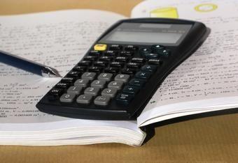 PRÊTS IMMOBILIERS : FLOU SUR LE CALCUL DU TAEG L'article L311-1 du code de la consommation indique que le montant global du crédit comprend les coûts afférents aux « services accessoires au contrat de crédit s'ils sont exigés par le prêteur pour l'obtention du crédit, notamment les primes d'assurance ».   http://www.lesclesdumidi.com/actualite/actualite-article-61569100.html
