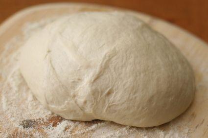 Pizzadeeg zelf maken: Italiaanse lekkere, knapperige, luchtige pizzabodem