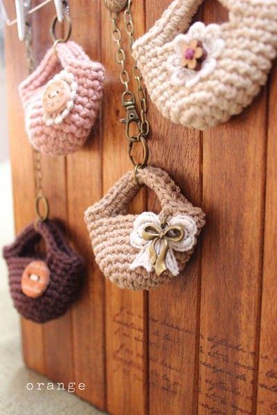 Llaveros tejidos a crochet