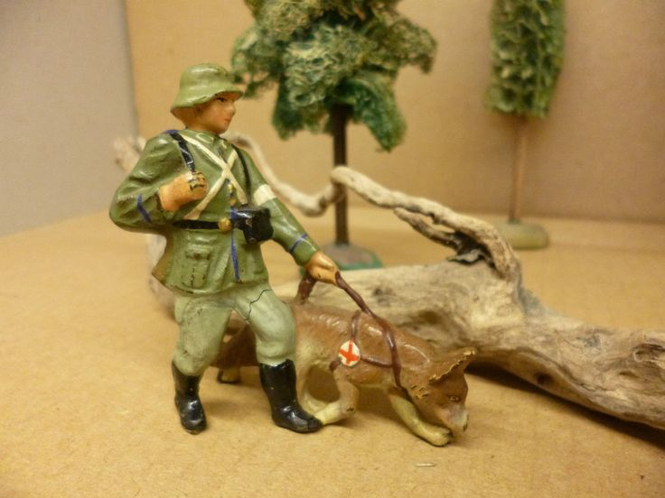 Sanitäter mit Spürhund II .WK von Lineol 7,5 cm Serie, klasse Erhaltung !!! | eBay