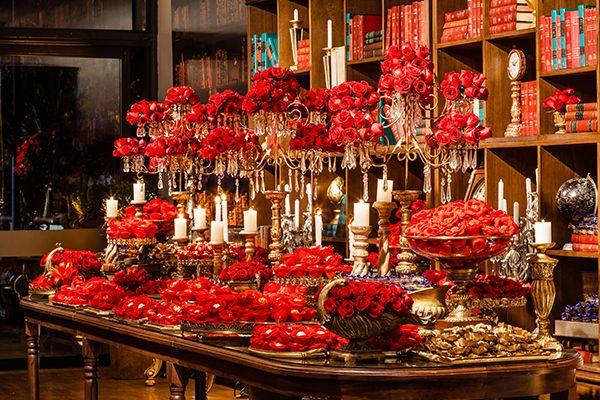 9 ideias de decoração com rosas vermelhas para a festa de 15 anos - Constance Zahn | 15 anos