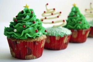 Juletræ cupcakes http://cupcakeideasforyou.com/holiday-cupcake-ideas/christmas-cupcake-ideas/christmas-cupcakes-2/
