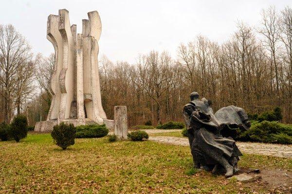 #momument by Želimir Janeš / www.spomeniky.com/sisak / #balkan #spomenik #brutalist #utopian #concrete #brutalism #architecture #sisak