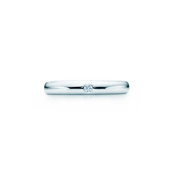 Elsa Peretti® band ring with a diamond in platinum.