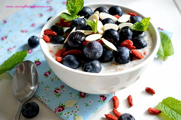 Speedy Breakfast  Blueberry Oats Healthy and yummy start of the day. Get your day right with this high protein overnight oats. Fresh fruits, some nuts, dry fruits and you have the perfect breakfast recipe.  http://www.momsfitnessheaven.com/speedy-breakfast-bluberry-oats/ #oats #recipe #blueberries #light #overnight #protein #fruits #weightloss