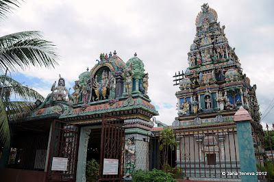Jana around the world: Churches and temples in Reunion island