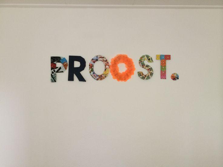 Voor wat invulling in mijn eetkamer de letter PROOST. Beplakt met verschillende materialen.