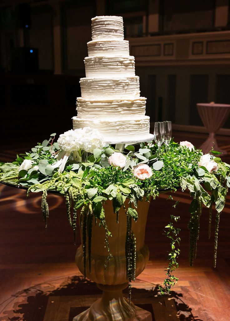 Planner: Angela Proffitt Venue: Schermerhorn Symphony Center, Nashville Photographer: Kristin Vanzant Photography