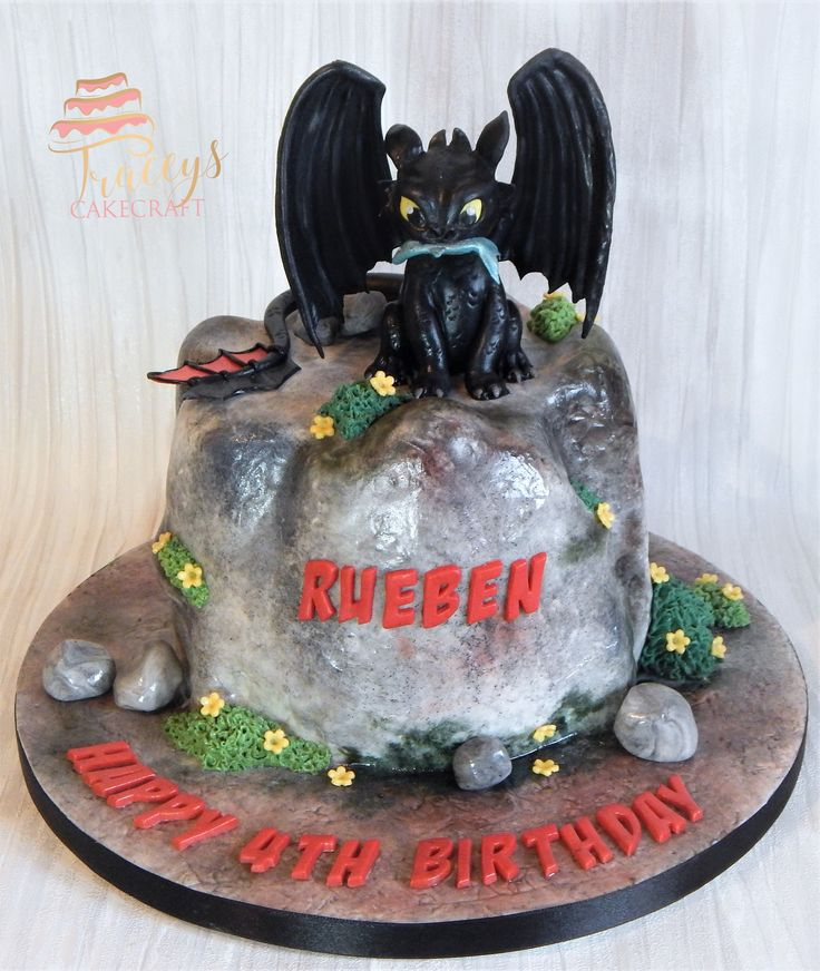 How to train your Dragon cake, edible Toothless topper