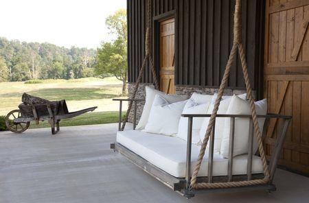 porch swing {Rachel Halvorson}: Front Porches Swings, Pallets Swings, Farms, Children, Gardens, House, Places, Porches Swings Beds, Outdoor Swings