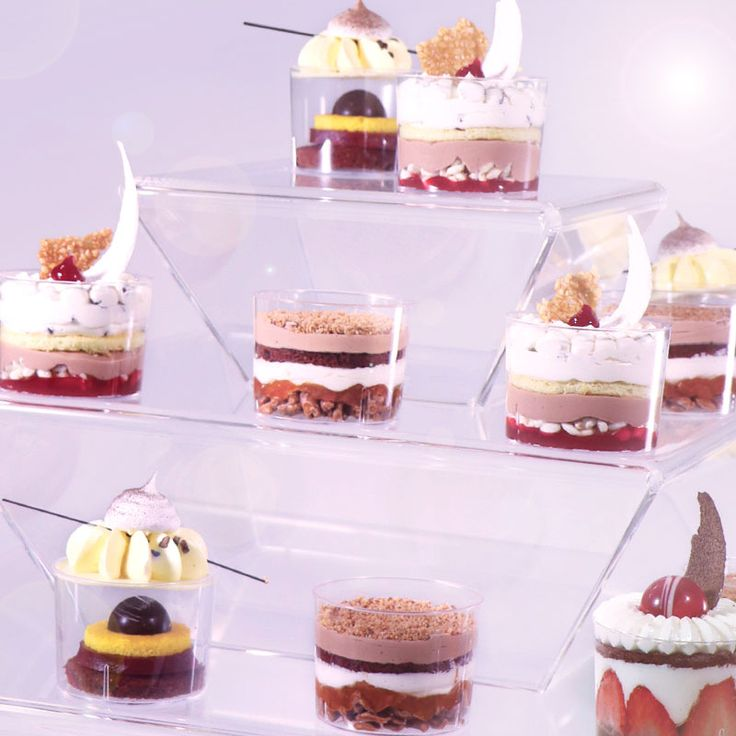 Wanted: small disposable seeking plexiglass cake stand for wedding buffet. More on: http://goo.gl/1V1nqB