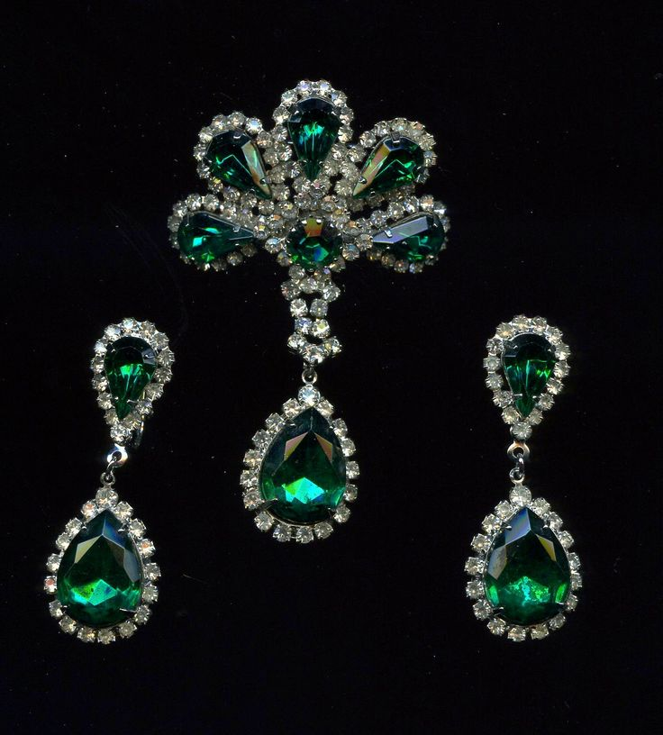 WOW ! Elegant Vintage 3 piece Emerald Green Clear Rhinestone Brooch and Earring Set Dangle Drop Earrings Outstanding Fit for a Queen by waltermillerantiques on Etsy