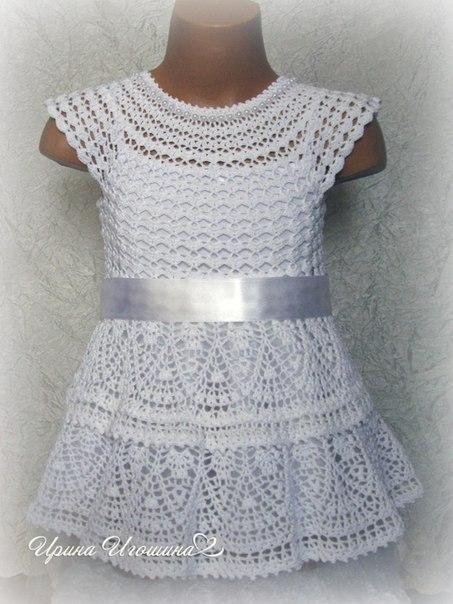 crochelinhasagulhas: Vestido branco em crochê para meninas