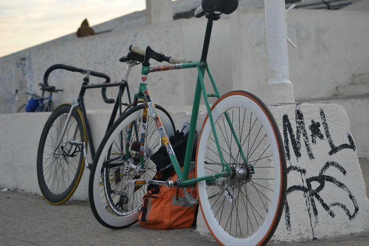 El montar en una bicicleta de piñón fijo o fixie, a modo de entrenamiento, se logra un mejor desarrollo en habilidades de conducción y velocidad.