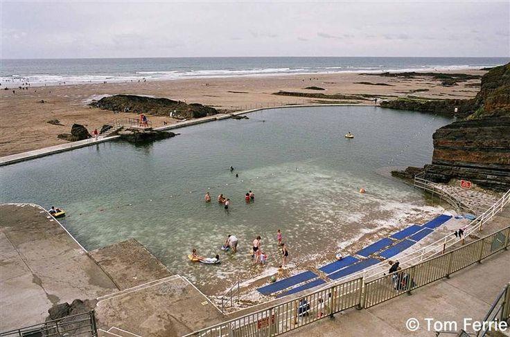 "Bude: Sea Pool Summerleaze beach, Bude,Cornwall oval pool with its sunbathing terraces."""