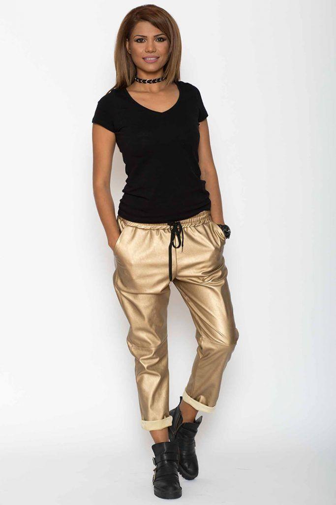 Cum ne dam seama de calitatea acestor pantaloni de piele?  De foarte multe ori, femeile daca vad un produs la cineva si incep sa il placa, se arunca sa il cumpere indiferent de calitate si indiferent de pret, dar fac cea mai mare greseala. Calitatea unor astfel de pantaloni piele/ pantaloni de piele/ pantaloni din piele se poate vedea din prima. In...  https://zoom-biz-news.ro/cum-ne-dam-seama-de-calitatea-acestor-pantaloni-de-piele/