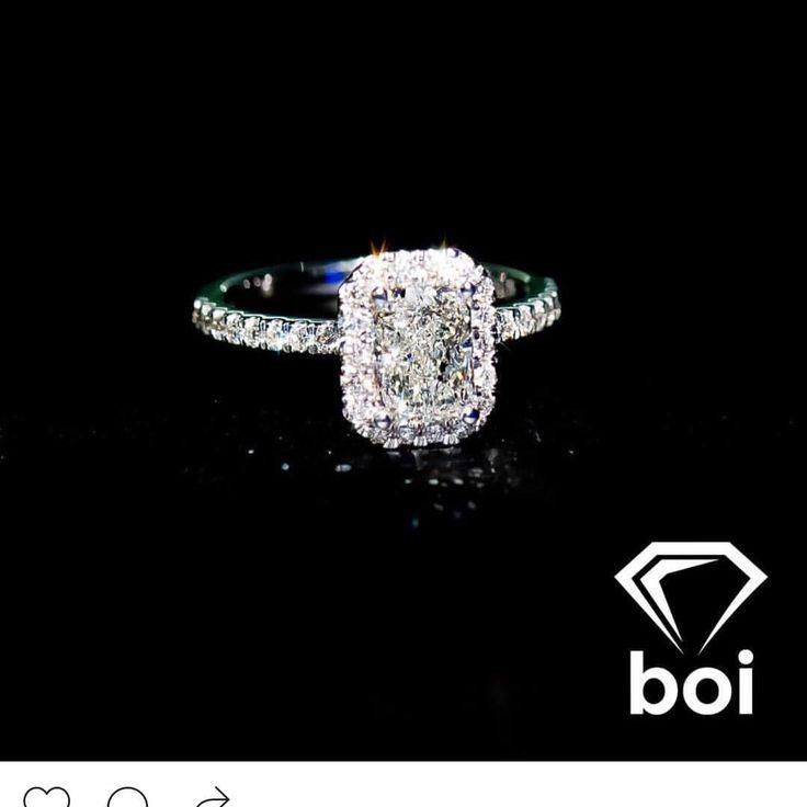 Radiant cut diamond on a tight cut cornered Italian pave halo! Wooow! #diamond #diamonds #wedding #weddings #engagement #ring #rings #bride #brides #jewellery #jewelry #halo #radiant #diamondboi