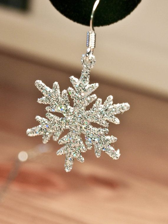 Snowflake Christmas Earrings...hmm some polymer clay mb painted with glitter polish or modge podge glitter on them.