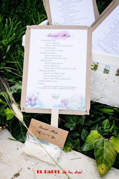 Pai-pais personalizados con el guión de la ceremonia y bolsitas de arroz a juego, todo en colores pasteles y papel kraft, toque rústico y elegente. #detallesboda #guionceremonia #paipaihandmade #boda #wedding #arroz #bolsitasarroz