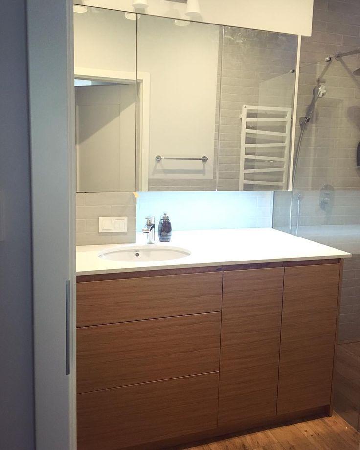 szafka łazienkowa z fornirem dębowym bathroom cabinet with oak veneer #szafka #wardrobe #cabinet #bathroom #łazienka #decor #design #dąb #oak #wood #meble #nawymiar #interior #bathroomdesign #instabathroom #remont #renovation #stolarz #warszawa #warsaw #poland