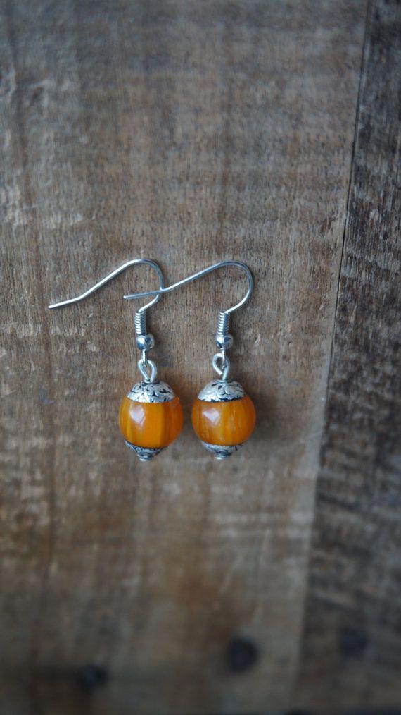Mooie oorbellen met Nepalese Lapis Lazuli/jade door Monkssieraden #oorbellen, #sieraden, #jewelry, #handmade, #earrings